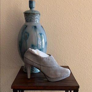 Size 6  Light Grey Adrienne Vittadini Booties